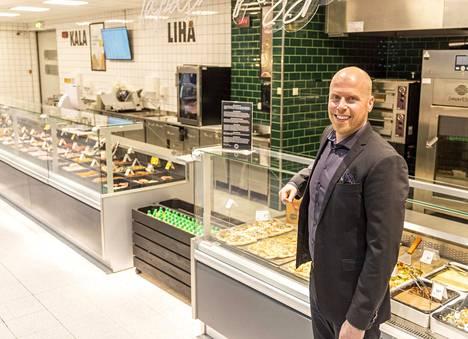 Prisma Peremarketin toimitusjohtaja Jussi Nummelin esittelee Viron suurinta hypermarketia, Rocca al Mare -ostoskeskuksen Prismaa.
