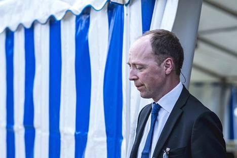 –Rajavalvonta tarkoittaa, että ihmiset, joilla on ylitykseen oikeuttavat asiakirjat, pääsevät yli. Se ei tarkoita, että rajat laitetaan kiinni, Jussi Halla-aho puhui.