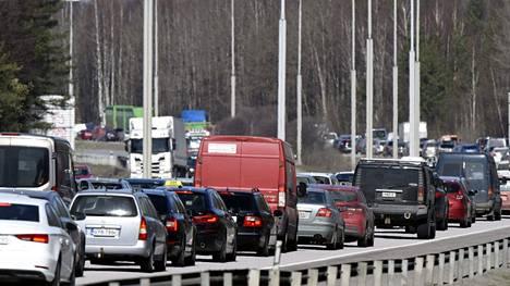 Autoliitto arvioi, että pääsiäisliikenne jää tänä vuonna aiempia vuosia rauhallisemmaksi vallitsevan koronapandemian ja siihen liittyvien suositusten ja rajoitusten vuoksi.