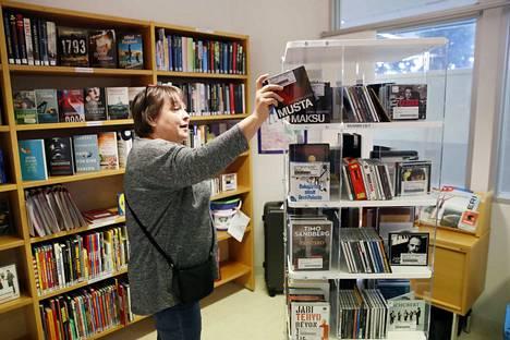 Kirjastossa on paljon myös äänikirjoja cd-levyinä ja e-palveluissa.