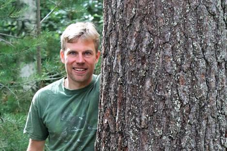 """""""Haluan toimia luonnonsuojelun hyväksi ja tuntuu, että tässä tehtävässä minun on mahdollista saada kohtuullisella omalla panoksella hyviä tuloksia"""", toteaa Luonnonperintösäätiön tuore puheenjohtaja Matti Aalto."""