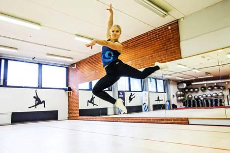 Nelli Paulamäen mukaan aerobicissa parasta on oman kehityksen huomaaminen ja onnistuminen tavoitteissa: –Kisoissa on hienoa, kun pisteet tulevat ja on saanut saavutettua sen, mitä halusi.