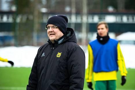 Ilveksen valmentaja Jarkko Wiss rakentaa joukkuetta kohti liigakautta.