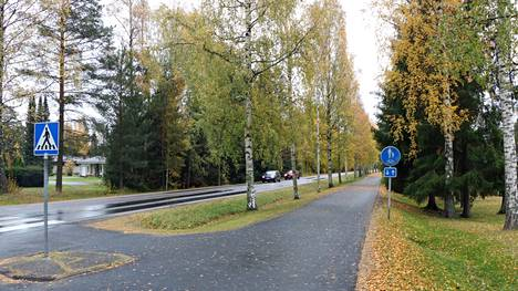 Nykyisin Kettulantien kevyen liikenteen väylä päättyy Tuiskunkadun ja Leinonkadun risteykseen.