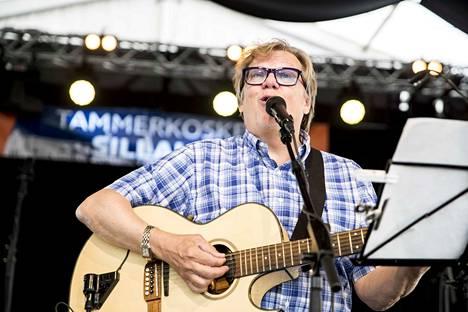 Mikko Alatalo avasi Tammerkosken sillalla -festivaalin 30. kesäkuuta vuonna 2017.