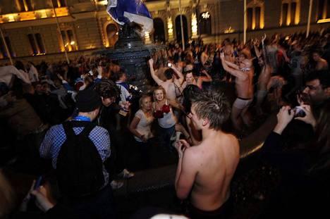Tällä kertaa juhlat olivat hämärään aikaan, sillä finaali Bratislavassa alkoi kello 20.30. Ruotsi kaatui numeroin 6–1.