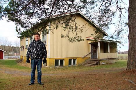 Kyttälän kansakoulun uudempi rakennus on ollut yli 20 vuotta Puurijärvi-seudun kylät ry:n omistuksessa. Markku Kannisto on yhdistyksen puheenjohtaja.