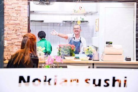 Kiinalaislähtöinen Qurban Samsak suunnitteli ensin avaavansa kiinalaisen ravintolan, mutta lopulta vaaka kallistui sushiin. Kolmisen kuukautta Nokialla ravintolayrittäjänä toiminut Samsak uskoo sushille riittävän kaupungissa kysyntää.
