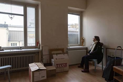 Mailis Tammen olohuoneen ikkunan eteen rakentuu kerrostalo. Vasemman puoleisesta ikkunasta mahtuu tulevaisuudessa kurkottamaan naapurin parvekkeelle.