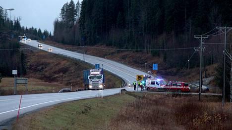 Onnettomuus tapahtui Juokslahdella Ysitiellä Ruonanvuoren ohituskaistalla.