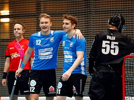 Numerolla 12 pelaavan Eero Vanhatalon edustama porilainen FBT Karhut nousi salibandykauden päätteeksi lajin pääsarjaan, F-liigaan. Kapteenina toiminut Vanhatalo pelasi joukkueen tapaan erinomaisen kauden.