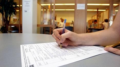 Kela selvittelee koronavuoden opintoja opintotukien tarkistusta varten.