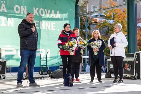 Vesa Saine ja Satu Kojola vastaanottivat Pesäkarhujen puolesta Pori-palkintoa vuonna 2019. Nyt Kojola siirtyy uusiin tehtäviin.