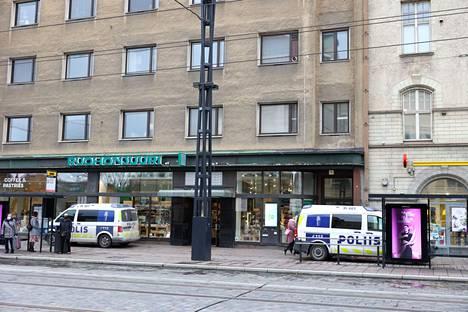 Tilanne päättyi hieman kello 12 jälkeen, ja ihmiset pääsivät jälleen kulkemaan Hämeenkadulla normaalisti.