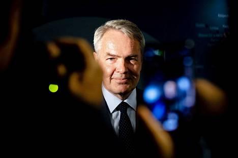 Ulkoministeri Pekka Haavisto (vihr.) on kiistänyt painostaneensa ulkoministeriön virkamiehiä. Arkistokuvassa Haavisto suurlähettiläskokouksessa elokuussa.
