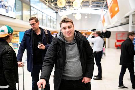 Jalkapalloselostajana tunnetuksi tullut Ville Kuusinen edustaa porilaisväriä palkintokategorioissa.