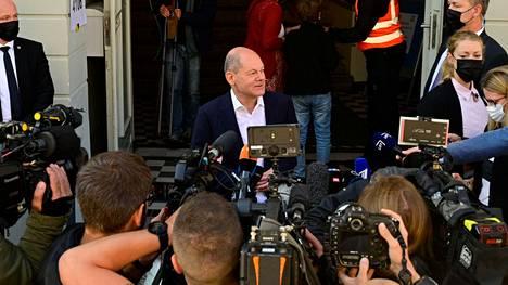 Olaf Scholz antoi sunnuntaina lyhyen lausunnon viestimille käytyään äänestämässä Brandenburgissa.