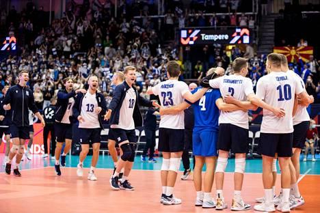Suomi tuuletti komeaa voittoa Espanjasta Hakametsässä lauantaina.