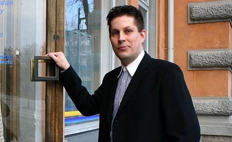 Rauman kaupungin yritysasiantuntija Heikki M. Nurmi sanoo koronaepidemian vaikuttavan myös kesäteekkarikampanjaan. Rekrytointitapahtumat ovat jäissä ja hakijakandidaatit on tavoitettava etätyönä.