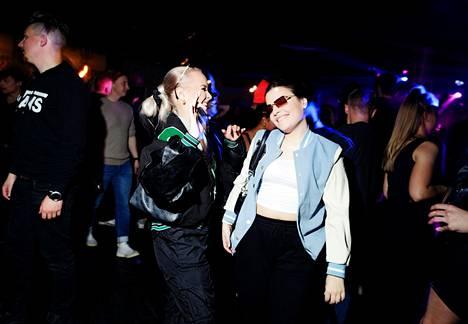 Sini Jokinen ja Berfin Tüfekci tanssivat Jyväskylässä yökerho Club Escapessa aiemmin syyskuussa.