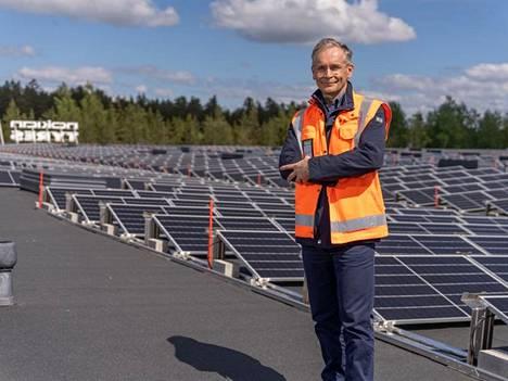 Teppo Huovila sanoo, että aurinkovoima on täysin päästötöntä ja melutonta, eli siinä mielessä lähiympäristöllekin ystävällistä.