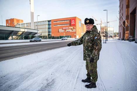 Tähän tulee ohimarssin vastaanottokoroke Itsenäisyyspäivänä, näyttää everstiluutnantti Matti Heininen, joka on Puolustusvoimien Pirkanmaan aluetoimiston päällikkö.