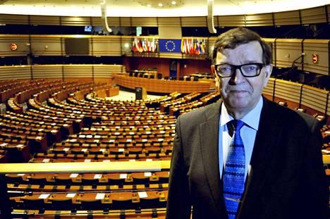 Huhtikuun vaaleissa Paavo Väyrynen putosi eduskunnasta ja on nyt ehdolla uudelleen EU-parlamenttiin. Väyrynen aikoo erota perustamastaan Seitsemän tähden liikkeestä 27. toukokuuta.