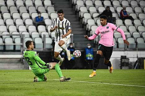 Juventuksen Alvaro Morata oli epäonninen. Hän teki paitsiomaaleissa hattutempun, mutta Juventus jäi nollille Barcelonaa vastaan.