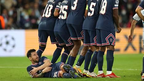 Lionel Messillä oli uusi rooli vastustajan vapaapotkussa tiistain Mestarien liigan ottelussa.