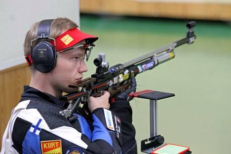 Juho Kurki voitti ilmakiväärin asentokilpailun.