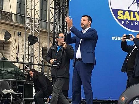Italian Venäjä-mielinen sisäministeri Matteo Salvini kerää eurooppalaista kansallismielisten puolueiden ryhmää EU-parlamenttiin.