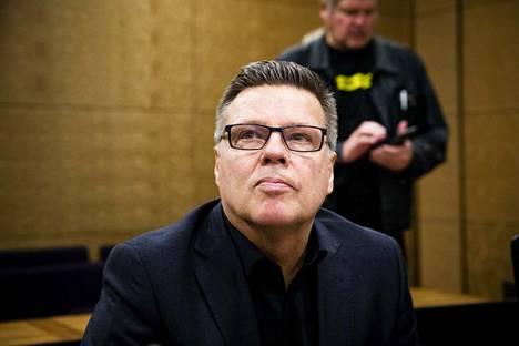Huumepoliisin entisen päällikön Jari Aarnion oikeuskäsittely alkoi Helsingin Hovioikeudessa.