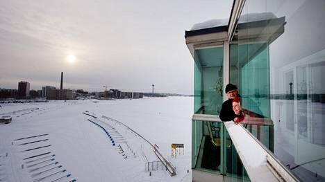 Esko ja Pirjo Vuorinen ovat yksimielisiä siitä, että parasta Lapinniemessä on maisema. Esko Vuorinen on viettänyt lapsuutensa Ruovedellä Näsijärven rannalla, ja juuri se järvi tuntuu edelleen kaikista järvistä rakkaimmalta.