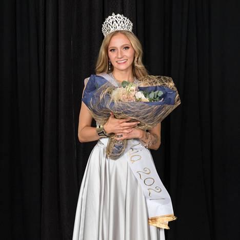 Miss Nokia 2021 Emilia Rajala kruunattiin suorassa somelähetyksessä.