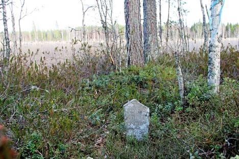 Kokemäkeläisen Takajärven rannalla on 1800-luvun muistokivi, joka kertoo samalla paikalla menehtyneestä miehestä, Tuomas Isoviidasta.