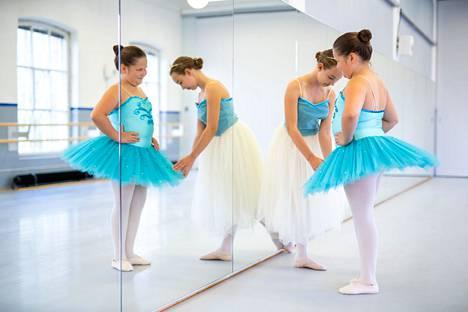 Tanssiopistossa opetus on tavoitteellista ja tasolta toiselle etenevää. Esimerkiksi lastentanssin voi aloittaa 3-vuotiaana ja esibaletin 6-vuotiaana.