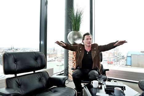 Uusi isku. Clarion-hotelleistaan tunnettu Petter Stordalen tuo Suomeen taas uuden hotelliketjun.