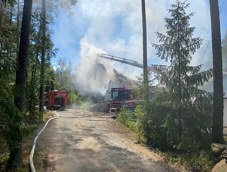 Omakotitalo syttyi maanantaina tuleen Luvialla.