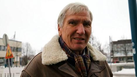 Hannu Teider piti luennon paikallisesta urheiluhistoriasta.