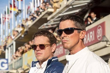 Le Mans 66 – Täydellä teholla -elokuvasta ei vauhtia ja hevosvoimia puutu. Matt Damon ja Christian Bale painavat kaasua.