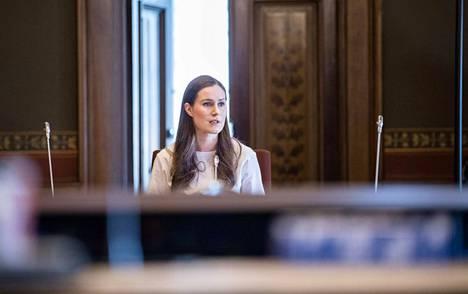Hallitus pui Säätytalolla sunnuntaina koronarajoituksia pääministeri Sanna Marinin johdolla.