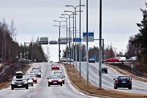 Henkilöautojen ensirekisteröinnit laskivat viime vuonna.