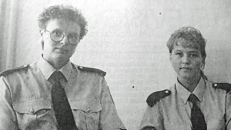 Katriina Suomisen ja Anne Ollikaisen takana oli yhdentoista kuukauden koulutus poliisikoulussa Tampereella, missä peruskurssille valituista 150 opiskelijasta 20 oli naisia.