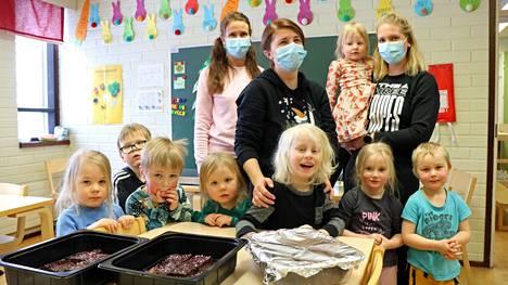 Muun muassa Pohjoisrannan päiväkodin lapset osallistuivat leipomistalkoisiin.