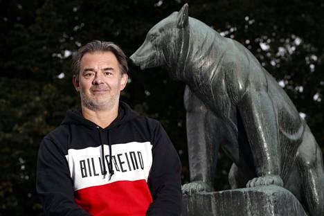Jääkiekkovalmentaja Mikael Kotkaniemi, 51, pitää nyt ammattitaitoaan yllä Suomi-sarjan Karhu HT:ssä.