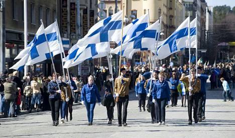 Partioparaati kulki vielä tässä vuonna 2012 otetussa kuvassa Hämeenkatua. Nyt paraatilla on uusi reitti Keskustorilta Särkänniemeen.