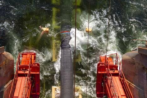 Maakaasuputken upottaminen Itämeren alle on parhaillaan menossa. Tällä hetkellä putken asennustöitä tehdään Suomenlahdella. Suomen puolella putkea kulkee reilun 300 kilometrin verran.