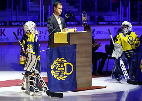 Petri Vehasen pelipaita jäädytettiin juhlallisin menoin Äijänsuolla.