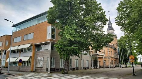 Rauman kaupungintalon johtokerrokseen on nyt tiedossa viisi vahvaa kaupunginjohtajakandidaattia.