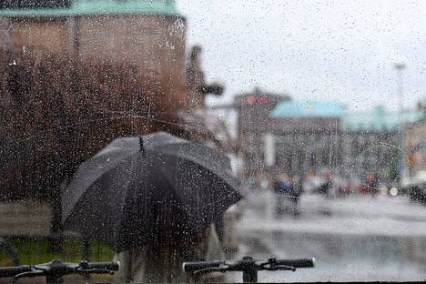 Sateenvarjolle voi olla käyttöä myös alkavalla viikolla.
